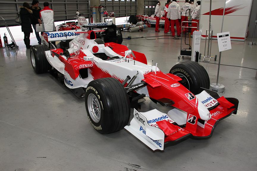 TF106。前年と同じくシューマッハ&トゥルーリのコンビがドライバー