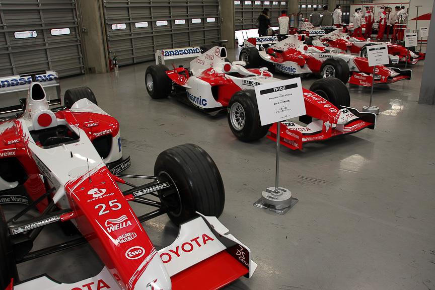 ズラリと並んだトヨタF1カー。これだけの台数の展示は非常に貴重だ