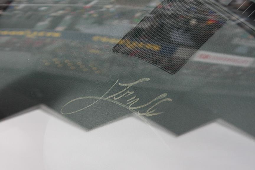 ダッシュボードのトゥルーリ選手のサイン