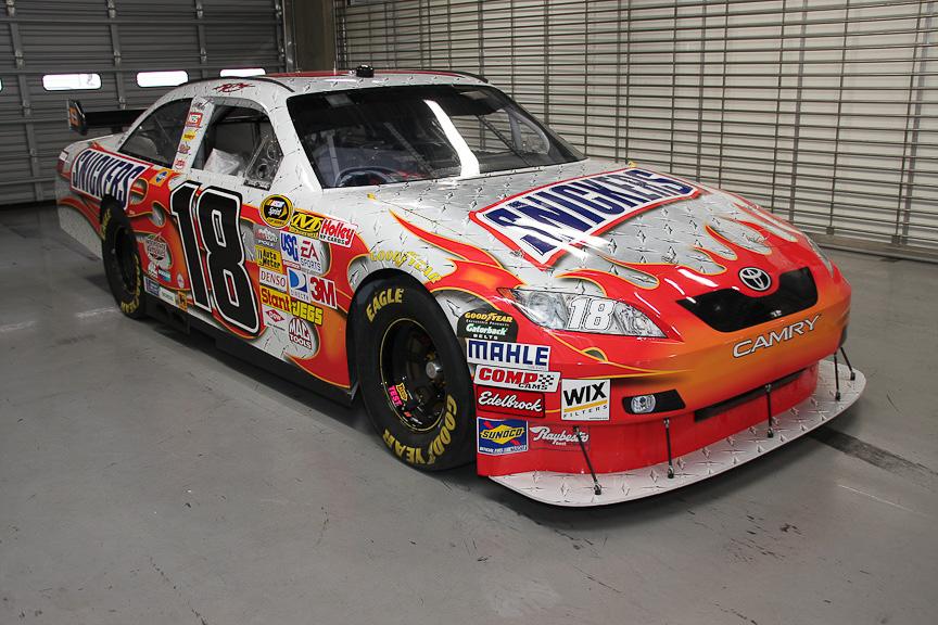 NASCAR参戦車両の「トヨタ カムリ」18号車。ジョー・ギブス・レーシングのカイル・ブッシュがドライブ