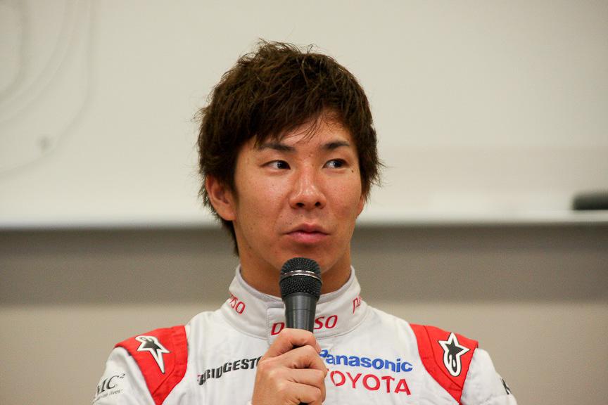 小林選手。今は少し休みたいと言う。トヨタF1のファイナルランを任されたのは光栄と述べた