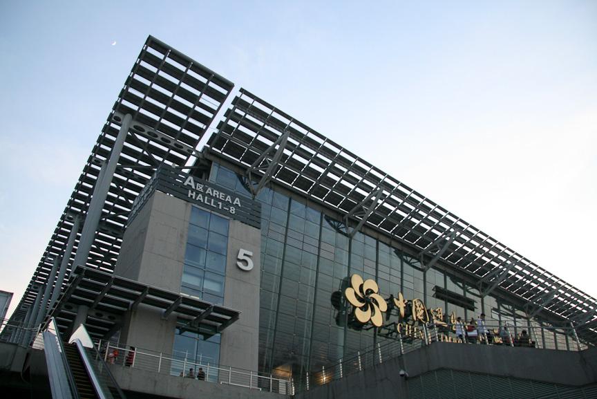 会場となった中国進出口商品交易会館はホール自体が二層構造。東京モーターショーが開かれた千葉・幕張メッセの広さをそのまま2倍にした感じとなる