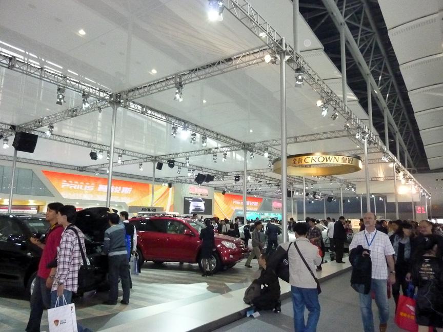 トヨタが過去最大規模の3800m<SUP>3</SUP>で臨んだ会場。新型車45台を展示し、大勢の来場者で賑わった