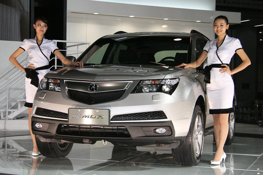アキュラもマイナーチェンジしたばかりの新型車「MDX」を初披露し、来年1月より発売すると発表した