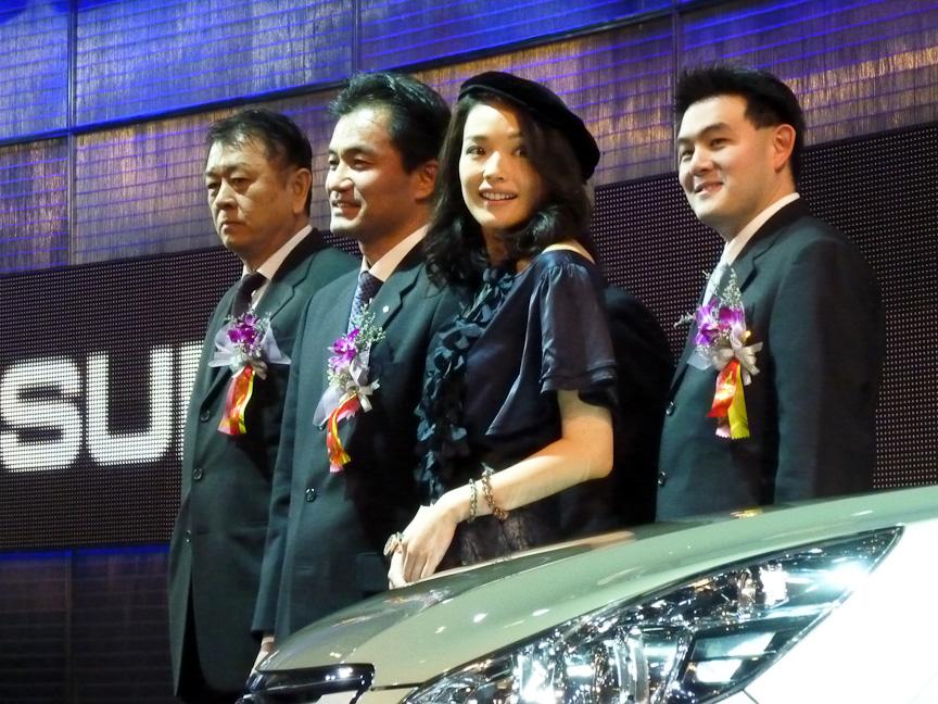 現時点で自前の工場を持たないスバルも人気女優のスー・チー(舒淇)を招いて新型「アウトバック」を披露。CM紹介をしながら車両のPRにつとめた
