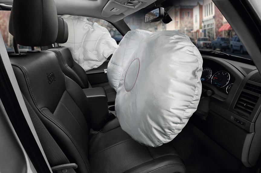 運転席エアバッグ、助手席エアバッグ、サイドエアバッグを備える