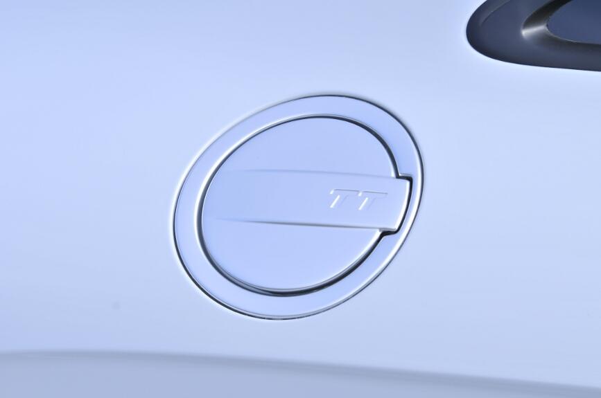 フューエルリッドはボディー右後方に位置する。運転席ドアにあるスイッチで開く