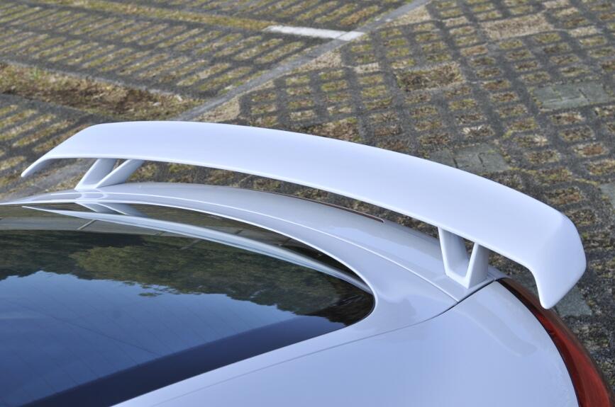 TT、TTSのリトラクタブル・スポイラーはなく、大型のリアスポイラーをリアゲートに固定。サイズも適度で後方視界が悪くなることがない