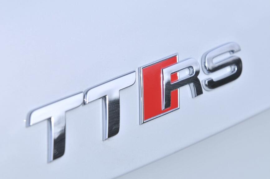 リアのTT RSのバッヂはリアゲートの下端に装着される