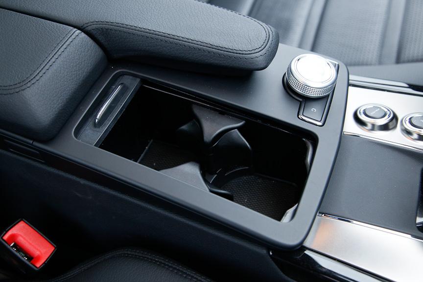 フロントシート用のドリンクホルダーは2個