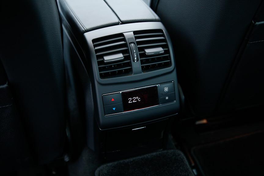 後席もエアコンの温度・風量調整が可能