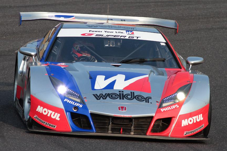 ポールポジションを獲得した18号車 ウイダー HSV-010(小暮卓史/ロイック・デュバル)