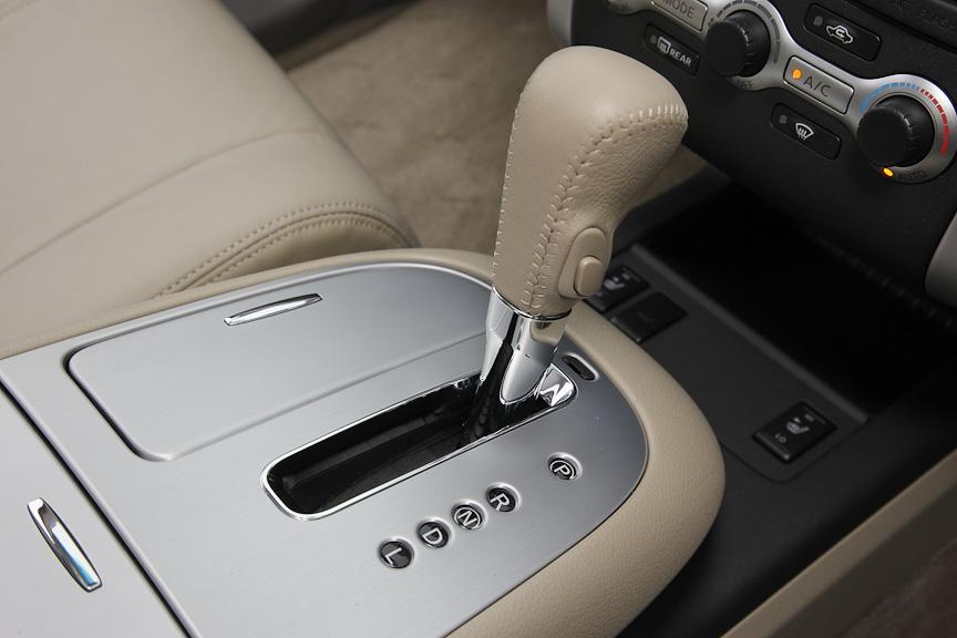 トランスミッションには新開発のエクストロニックCVTを搭載。運転状況に応じて最適なシフトパターンを選択するアダプティブシフトコントロールも採用する