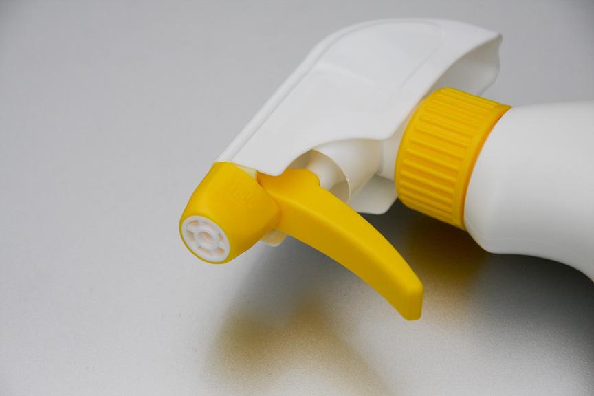 ホイール洗浄剤として今回使ったホイールトニック トリガー400。ノズル式で泡スプレーを噴射し、余計なところに液剤が飛び散らない