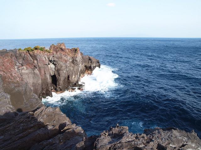 周辺10kmにわたって続くという断崖は、大室山の噴火によってつくられたそうです