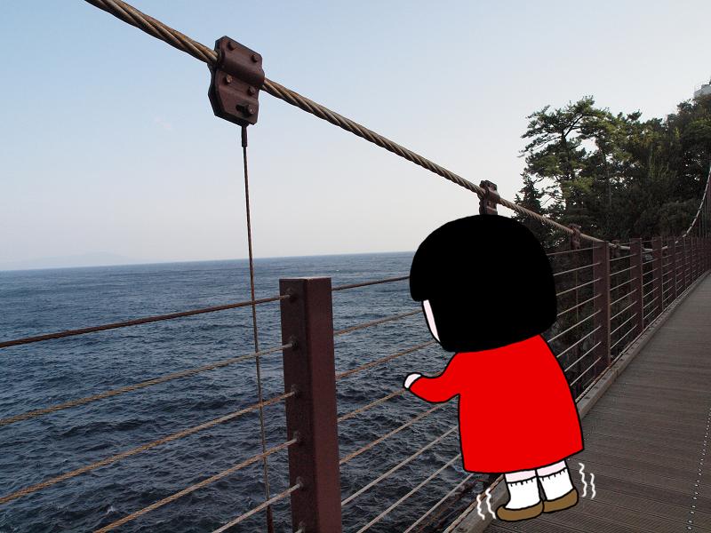 城ヶ崎の名所である海のつり橋は高さ23m。ゆきぴゅー足がすくみました