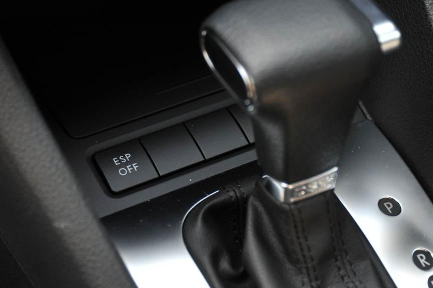 さまざまな装備が省略される一方、ESPなどの安全装備は標準で着く