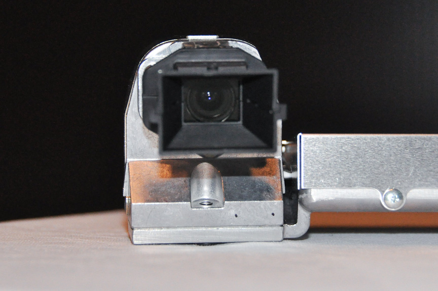 30万画素のイメージセンサーを組み込んだカメラを2つ搭載する