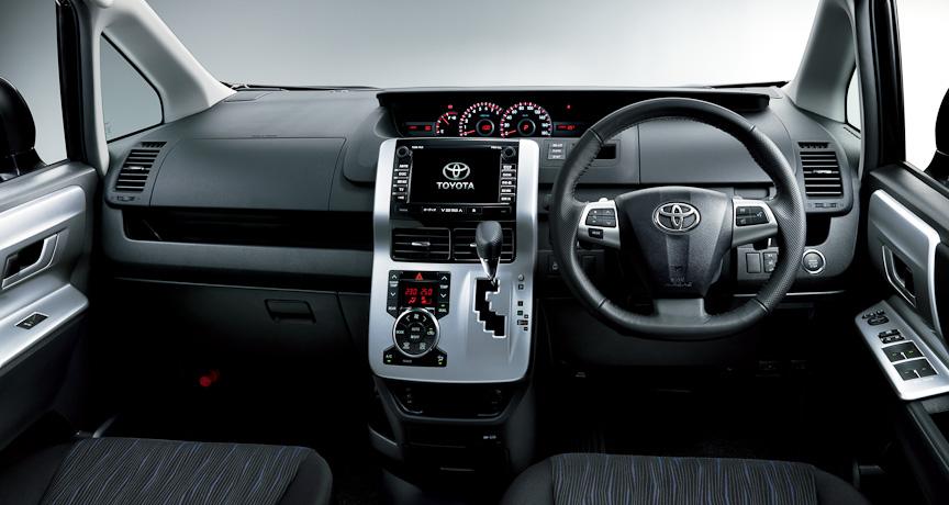 ヴォクシー ZS (内装色:ブラック)オプション装着車のインストルメントパネル