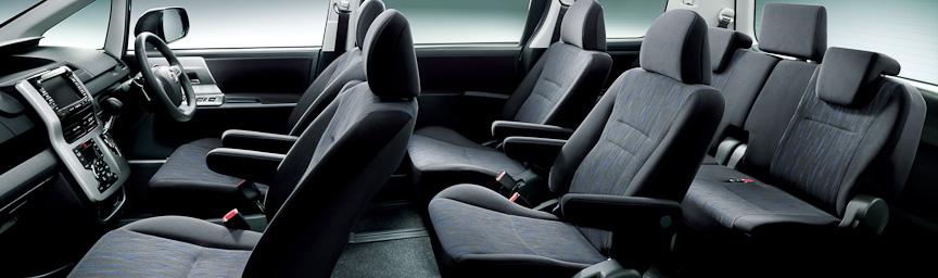 ヴォクシー ZS (内装色:ブラック)オプション装着車のインテリア