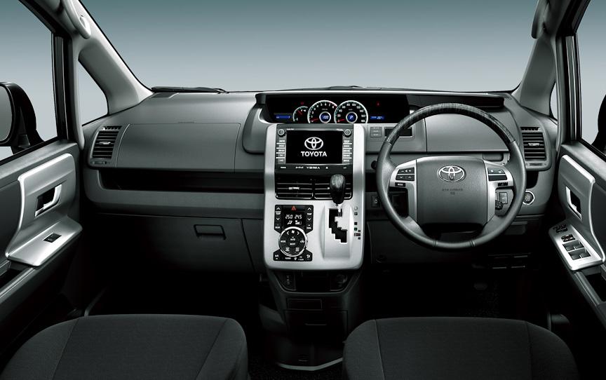ヴォクシー V(内装色:ブラック)オプション装着車のインストルメントパネル