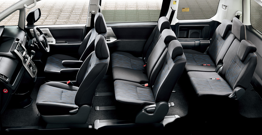 ノア Si(内装色:ブラック)オプション装着車のインテリア