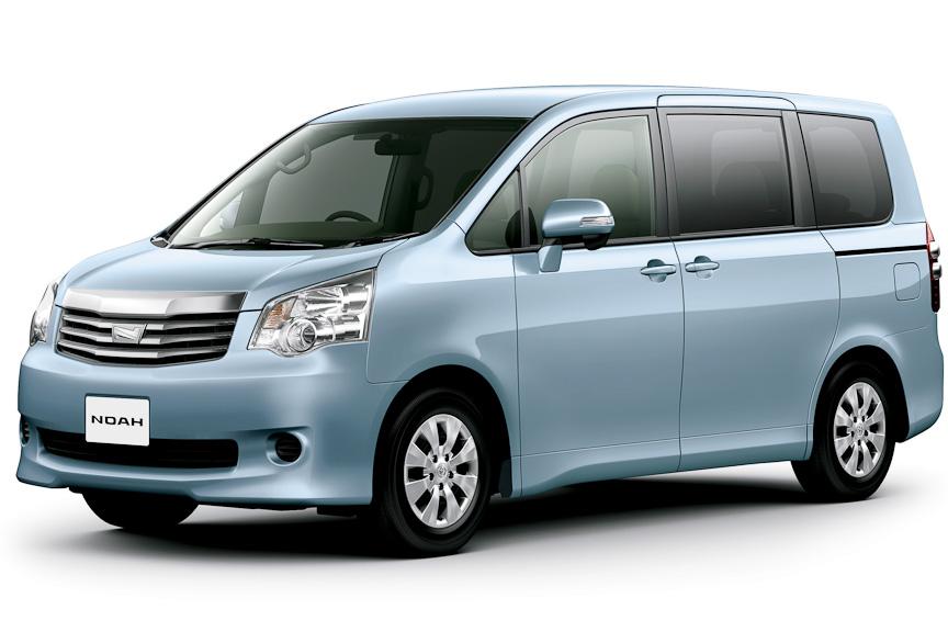 """ノア X""""L selection""""(7人乗り、2WD)、ライトブルーマイカメタリック、オプション装着車"""