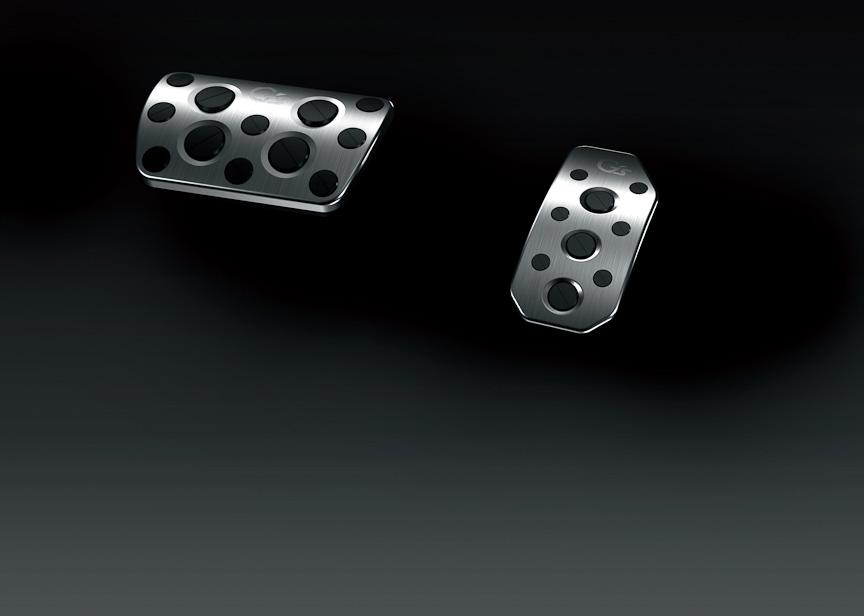 G'sシリーズに標準装備の専用アルミペダル (アクセル・ブレーキ)
