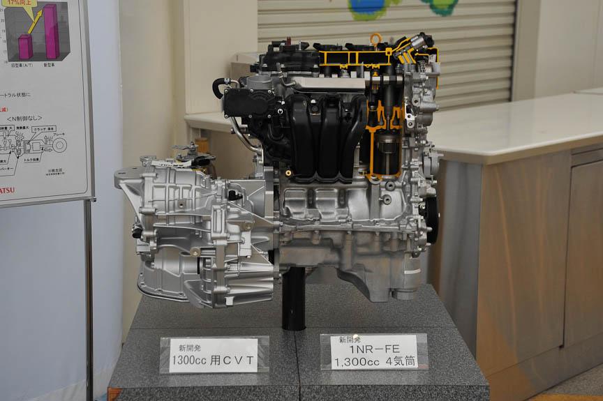 パッソ/ブーンでは初採用となった直列4気筒1.3リッターエンジンは、95psのパワーと12.3kgmのトルクをマーク。こちらはトヨタ主導のCVTと組み合わせられ、街中での速さは1.0と大差ないようにも感じたが、高速域での余裕は大幅に高められた