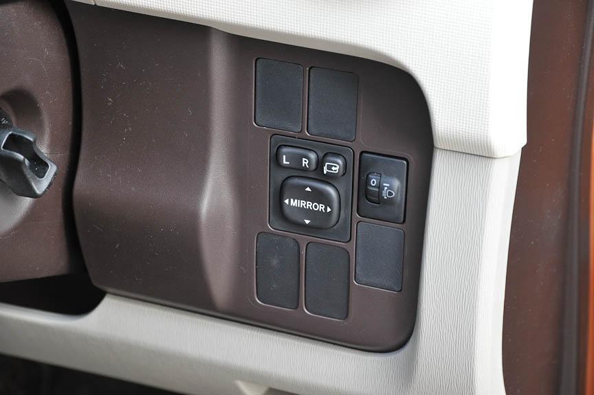 ドアミラーは、電動調節+電動可倒機能が全モデルに標準で与えられる