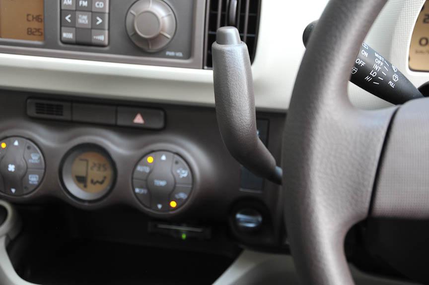 現時点ではブーン/パッソともに全車CVTオートマティックで、シフト操作はコラムレバーで行う