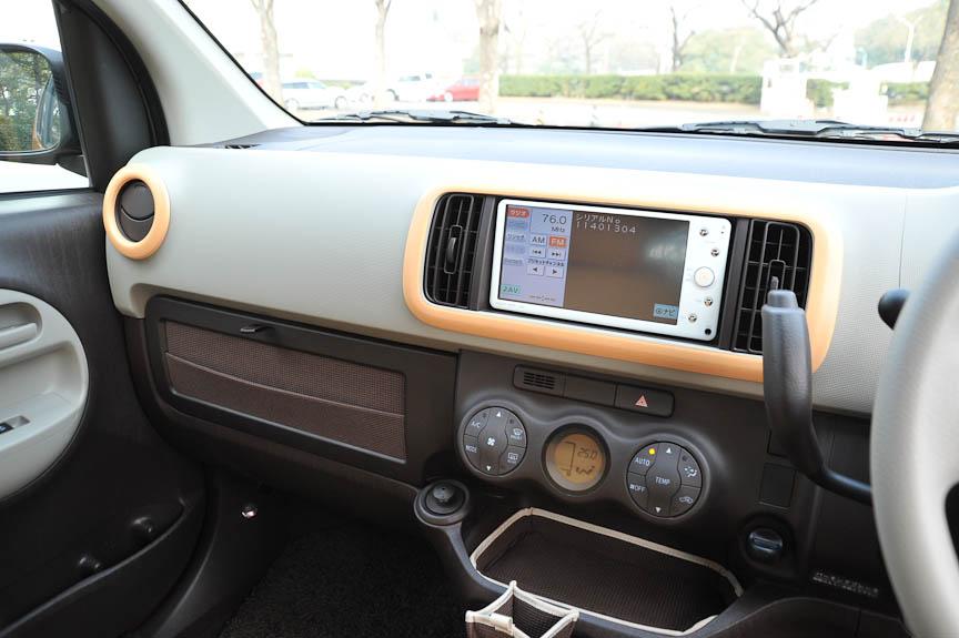 オーディオとエアアウトレットの周囲は、シートカバーと同じカラーのドレスアップパネルも装着可能
