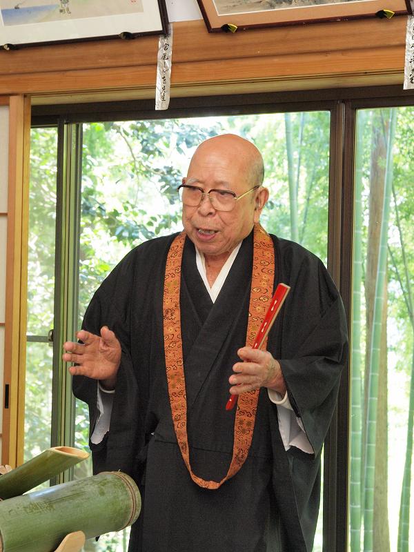 天台宗八王子(竹寺)の第43代住職、御年93歳!精進料理はご住職のお話を聞きながら1品ずついただくスタイル