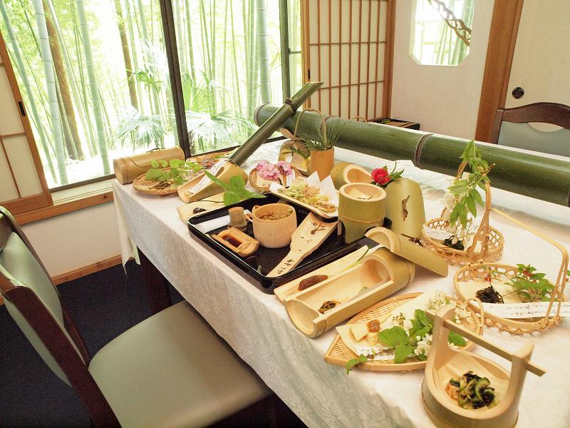 6000円のコースは全20品目。竹の器に盛られた1品1品の美しいこと!