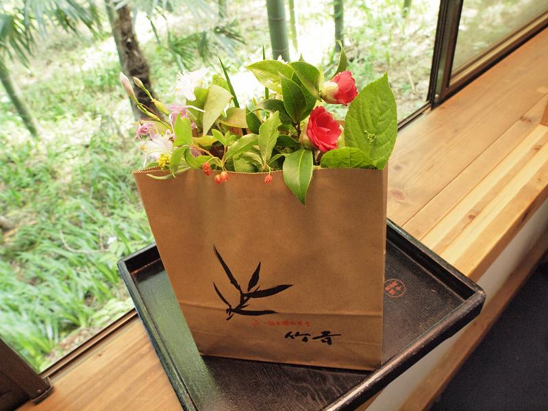 お料理に添えられていた草花を持ち帰ることができるというのは女性にとってうれしいもの