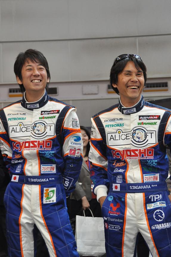 発表会に参加したドライバー。白坂卓也選手(左)と、田ヶ原章蔵選手