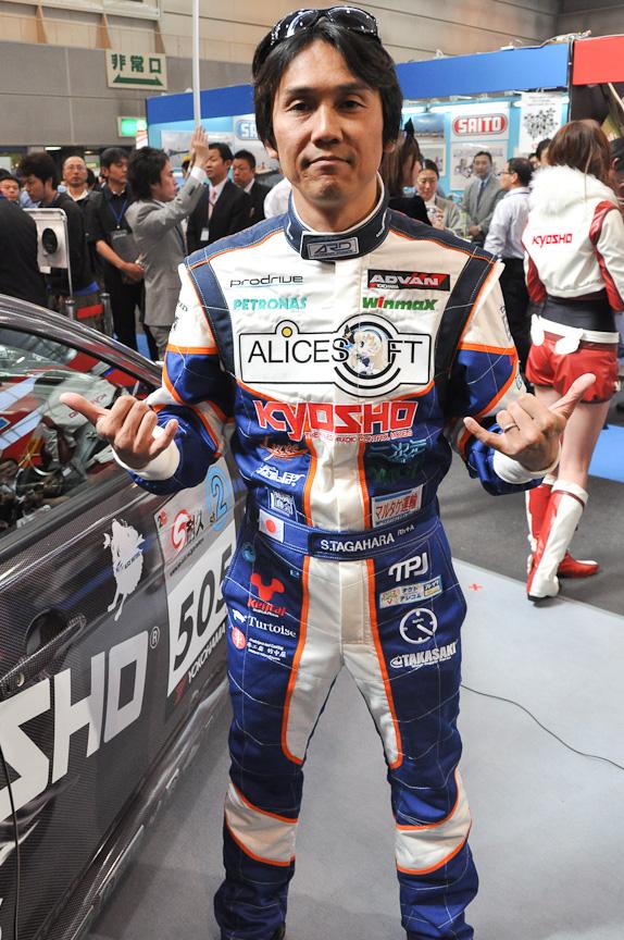 ドライバーのレーシングスーツデザイン