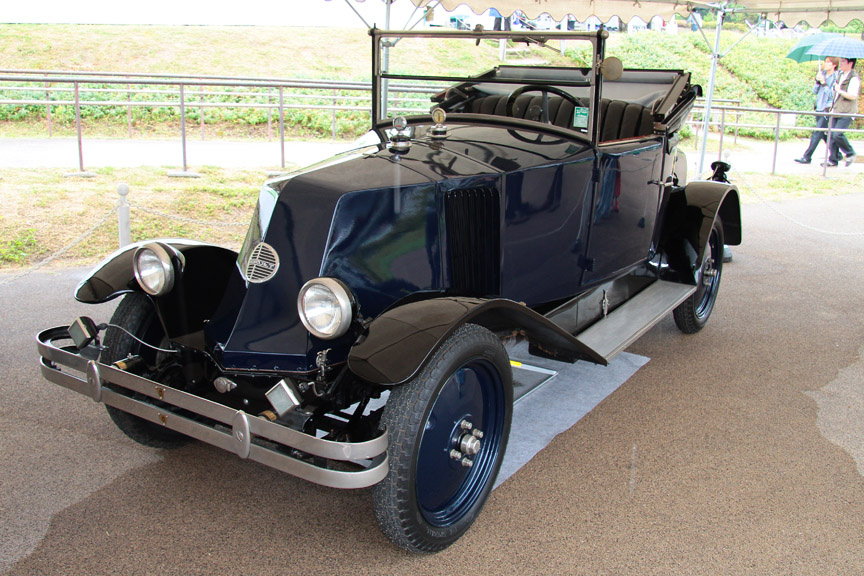 1925年式ルノー 6CVタイプNN。1926年に203時間、1万6000km走破の記録を樹立した