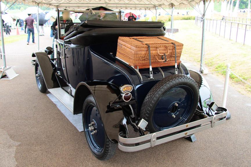 1939年式パッカードトゥエルヴ。ルーズヴェルト大統領の専用車として厚さ3cmの防弾ガラス、5mm厚の鉄板などが使用され重さは3.5tとなった