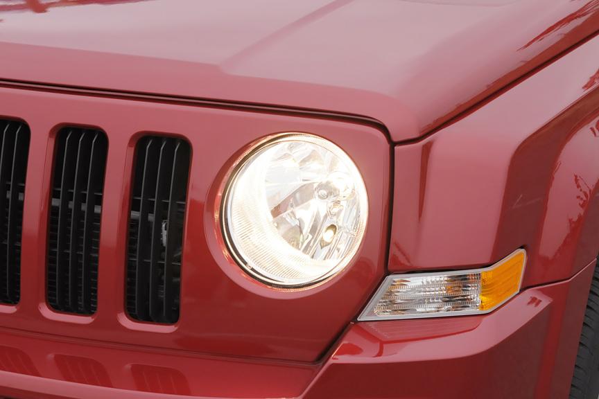 ヘッドライトはシンプルな丸型2灯式