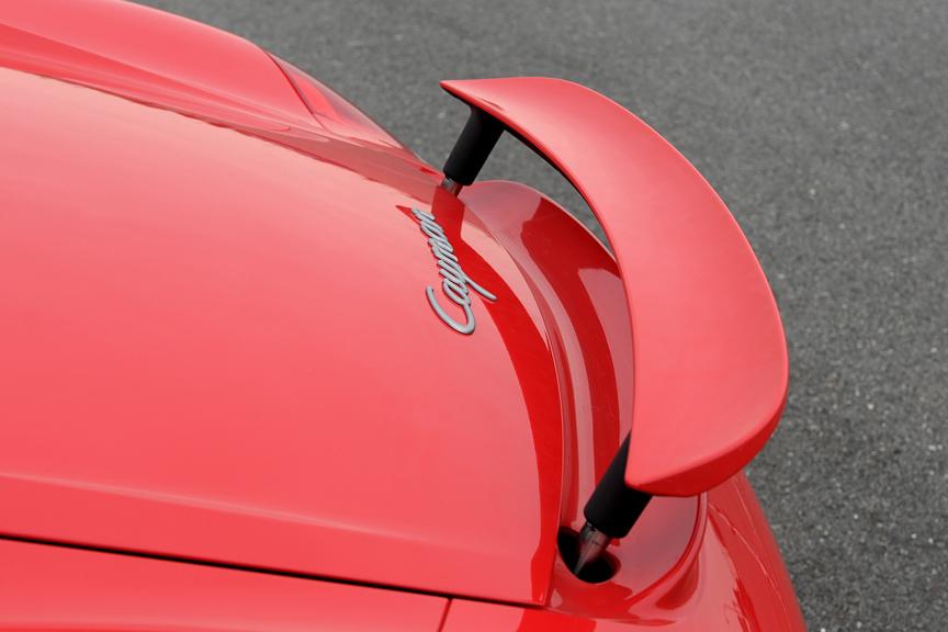 可動式スポイラーは120km/hになると立ち上がり、80km/h以下になると収納される