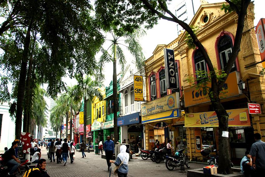 観光客向けのお土産店などが多数集まっているセントラルマーケットの近く。ヨーロッパ調の建物が並び、独特の雰囲気を醸し出している