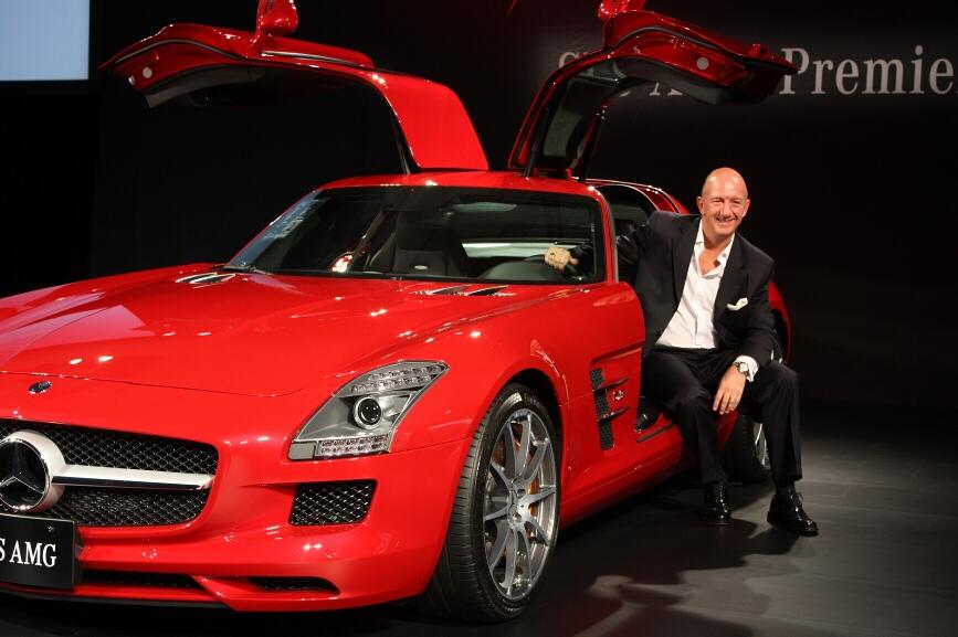 SLS AMGとメルセデス・ベンツ日本のニコラス・スピークス社長