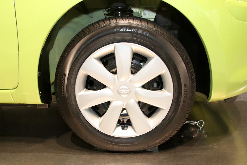 タイヤサイズは165/70 R14