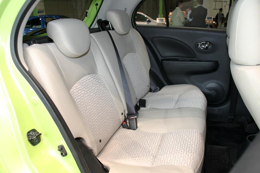 後席のヘッドクリアランスは従来モデルの40mmから46mmに拡大した
