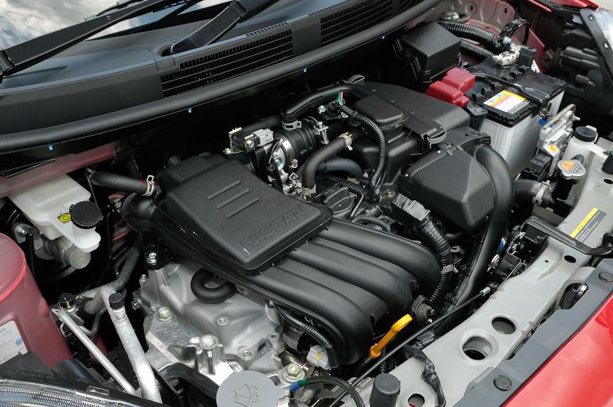 新開発の直列3気筒1.2リッターエンジン「HR12DE」は、最高出力58kW(79PS)/6000rpm、最大トルク106Nm(10.8kgm)/4400rpmを発生