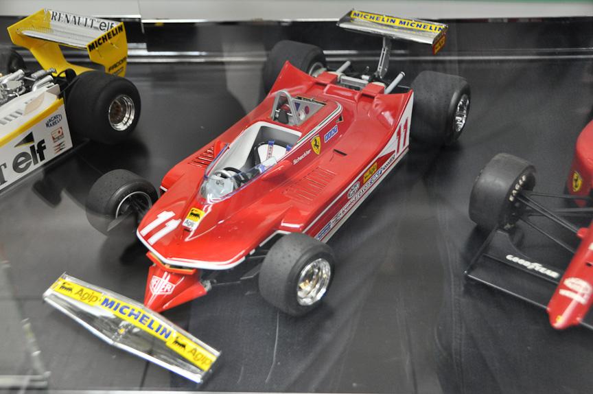 1/12スケールのF1模型。1/12スケールは、部品点数が多く作りがいのあるシリーズだが、それだけに開発費が高く、近年は新製品のリリースが極めて少ない。左から、ウルフWR1、ロータス 78、フェラーリ 312T4