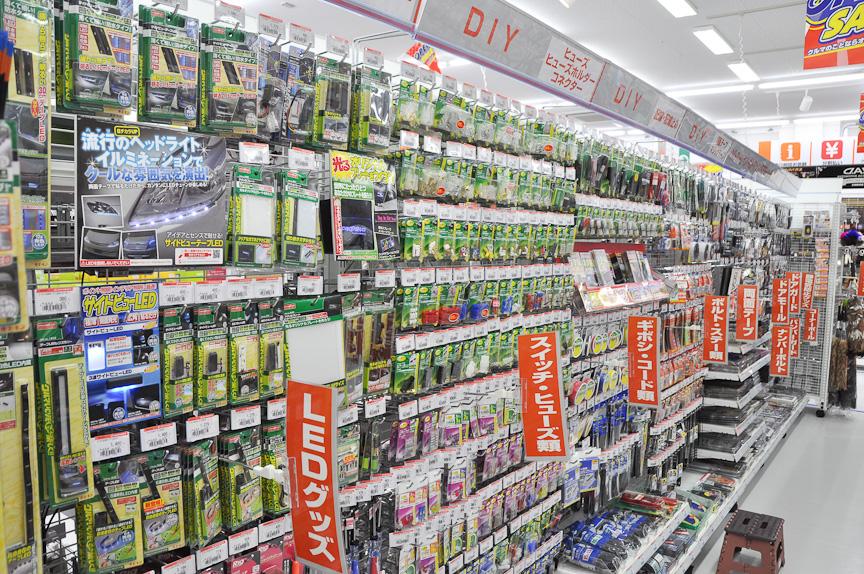 エーモン工業の製品がずらりと並ぶ、DIYコーナー。奈良ではDIYユーザーが多いとのこと