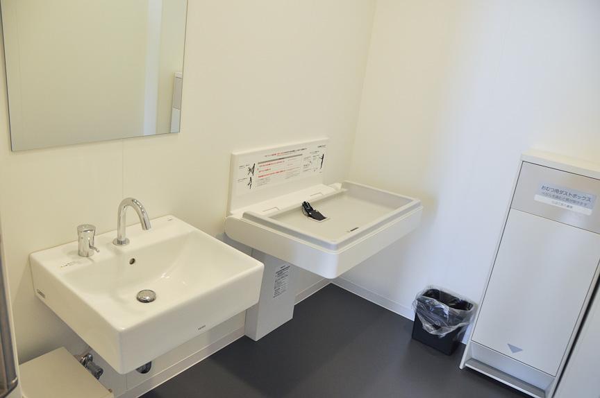 2階のトイレは、男性用、女性用のほか、多目的トイレと授乳室を用意