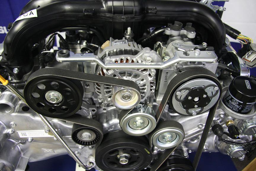 FB型では、補機類のベルトは2本から、1本のサーペンタイン方式に変更された